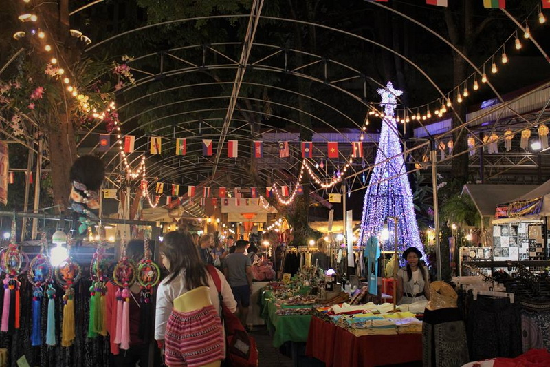 sights in chiang Mai, things to do in chiang mai, must do in chiang mai, chiang mai night bazaar, chiangmai night bazaar, chiang mai night market, shopping in chiang mai