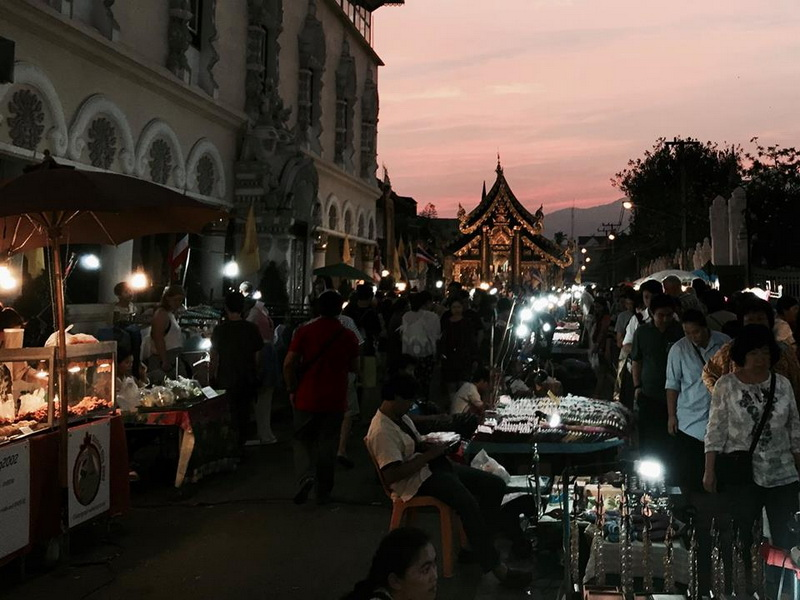 tha phae sunday walking street, sunday walking street, sunday walking street chiang mai