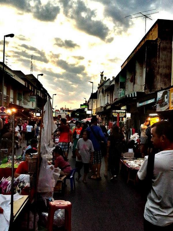 tha phae sunday walking street, sunday walking street, sunday walking street chiang mai