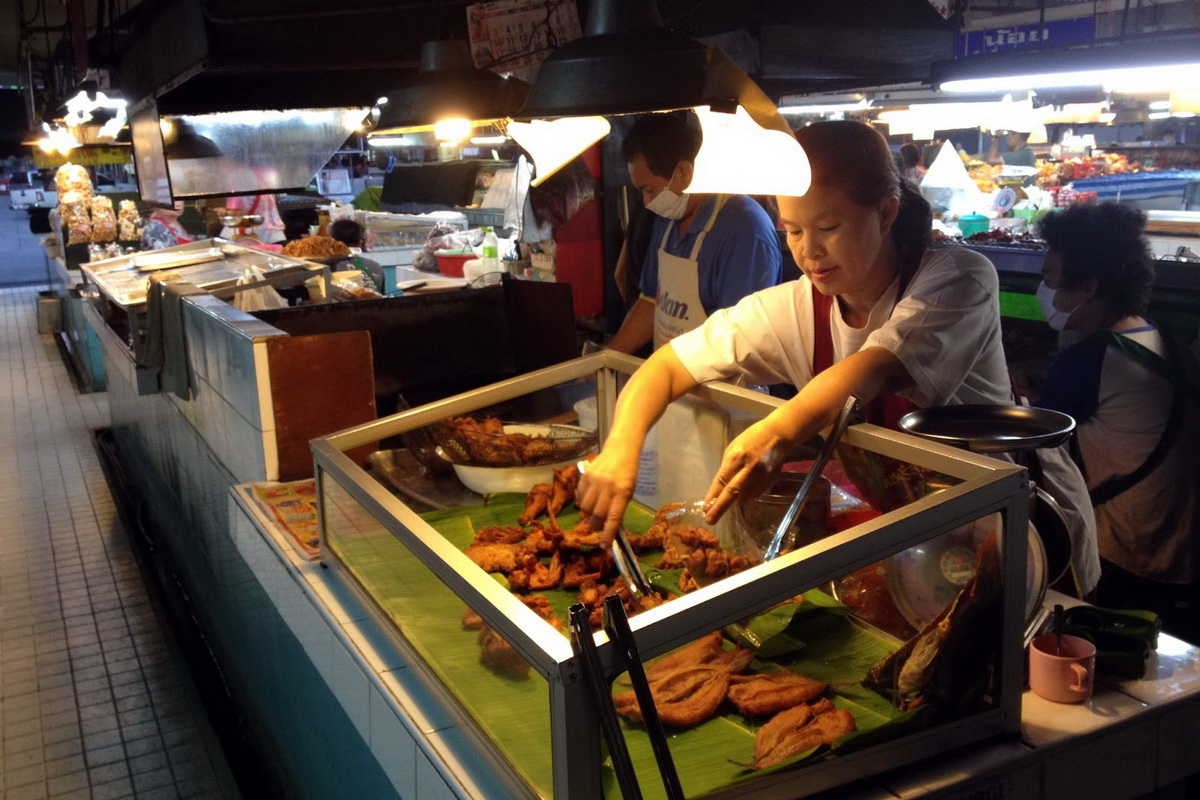 Chang Phuak Market, street food in chiang mai, the best street food in chiang mai