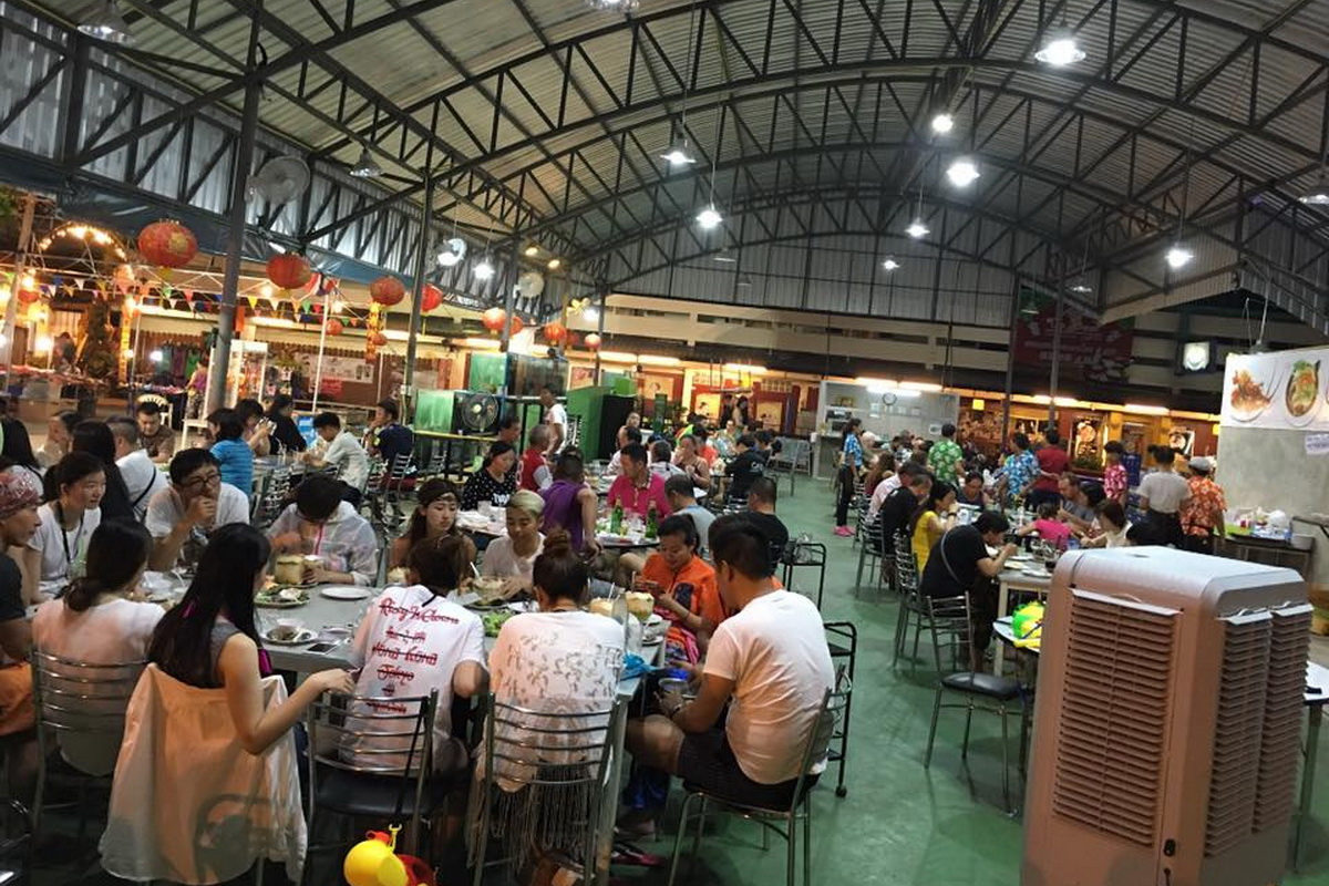 Chiang Mai Night Bazaar, street food in chiang mai, the best street food in chiang mai