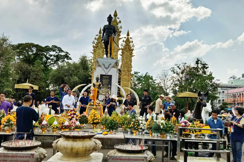 king mengrai monument, king mangrai monument, king mengrai statue, king mangrai statue