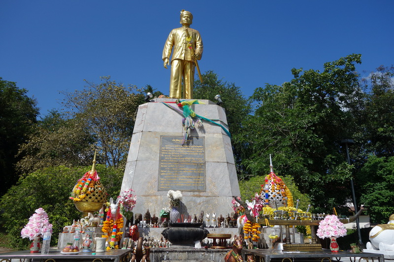 phraya singhanatracha memorial, phraya singhanatracha statue, first ruler of mae hong son statue, statue of phraya singhanatracha, phraya singhanat racha memorial