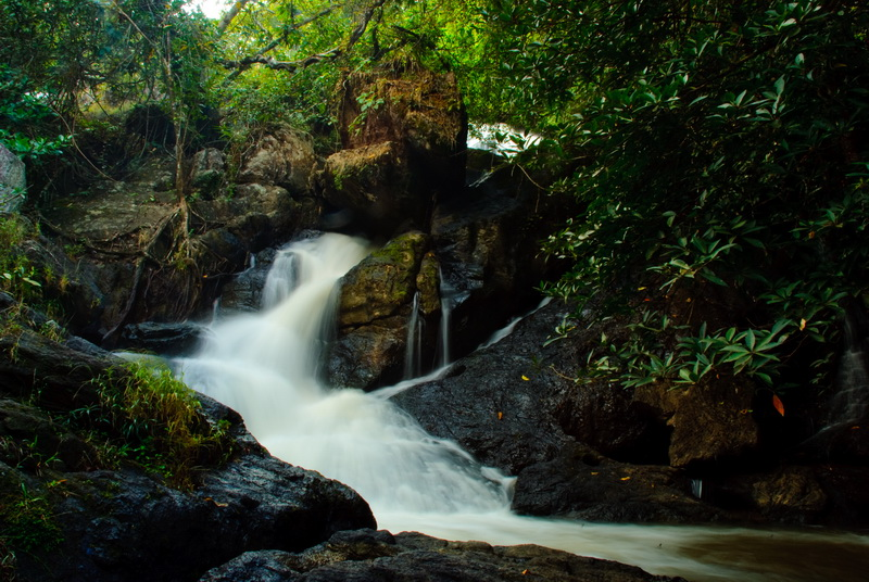 Tham Pla Cave-Pha Suea Waterfall National Park