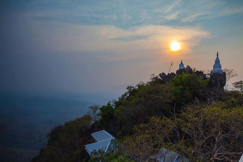 wat phra bat phu pha daeng, wat chaloemprakiat, wat chaloem phrakiat phrachomklao rachanuson, wat chaloem phrakiat, wat phra bhat phu pha daeng, wat phrabhat phu phadaeng, phra bat phu pha daeng temple, chaloemprakiat temple, chaloem phrakiat phrachomklao rachanuson temple, chaloem phrakiat temple, phra bhat phu pha daeng temple, phrabhat phu phadaeng temple